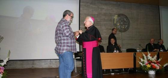 """Alicante: Entrega de la insignia """"Pro Ecclesia Diocesana"""" al militante de la HOAC Antonio Aranda"""