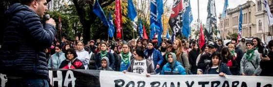 Miles de trabajadores y trabajadoras de la economía popular recorren Argentina para exigir «pan y trabajo»