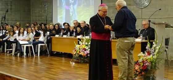 Insignia Pro Ecclesia Diocesana a Jesús Fernández-Pacheco, militante de la HOAC