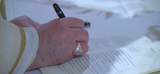 El papa Francisco firma la encíclica Fratelli tutti (Hermanos todos)