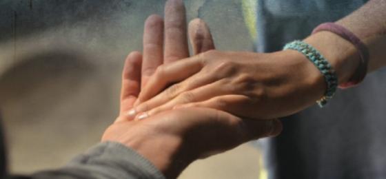 Tiende tu mano al pobre